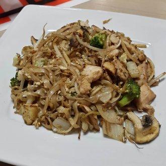 Sajgon - 03 Makaron ryżowy z kurczakiem