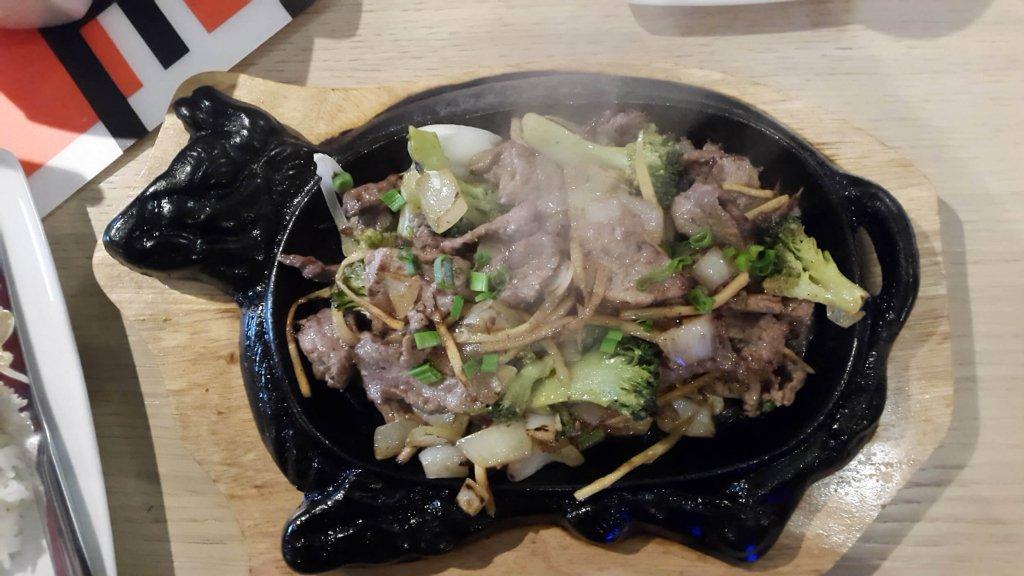 Sajgon - 09 Gorący półmisek z wołowiną i brokułami