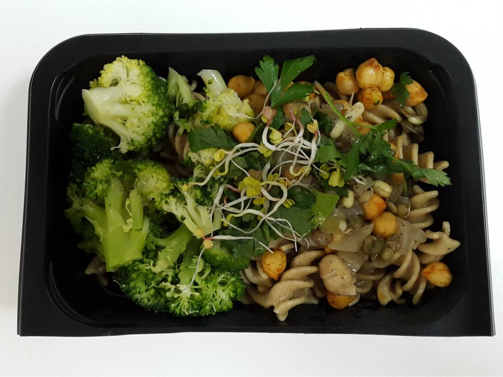Makaron pełnoziarnisty z warzywami