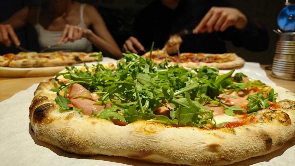 ludzie mówią różne rzeczy - pizza