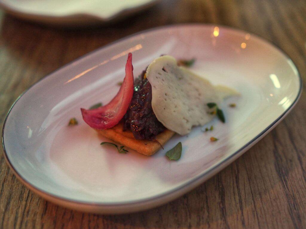 Manana - Tarta z kozim serem i marmolada z czerwonej cebuli