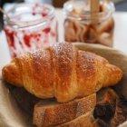 Lokal Bakery - Koszyk pieczywa